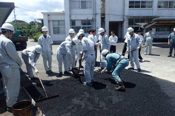 中津東高校にて舗装実習を行ないました。