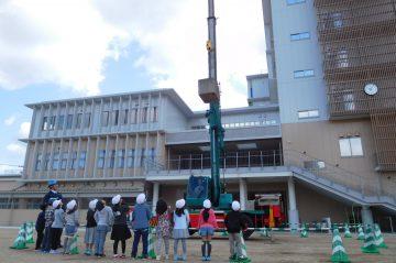 建設機械及び測量機器展示会を実施(碩田学園)